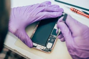 תמונה ראשית לעמוד הסיבה העיקרית של החלפת בטריה לאייפון 6 דיל פיקס מעבדה לתיקון סלולרי